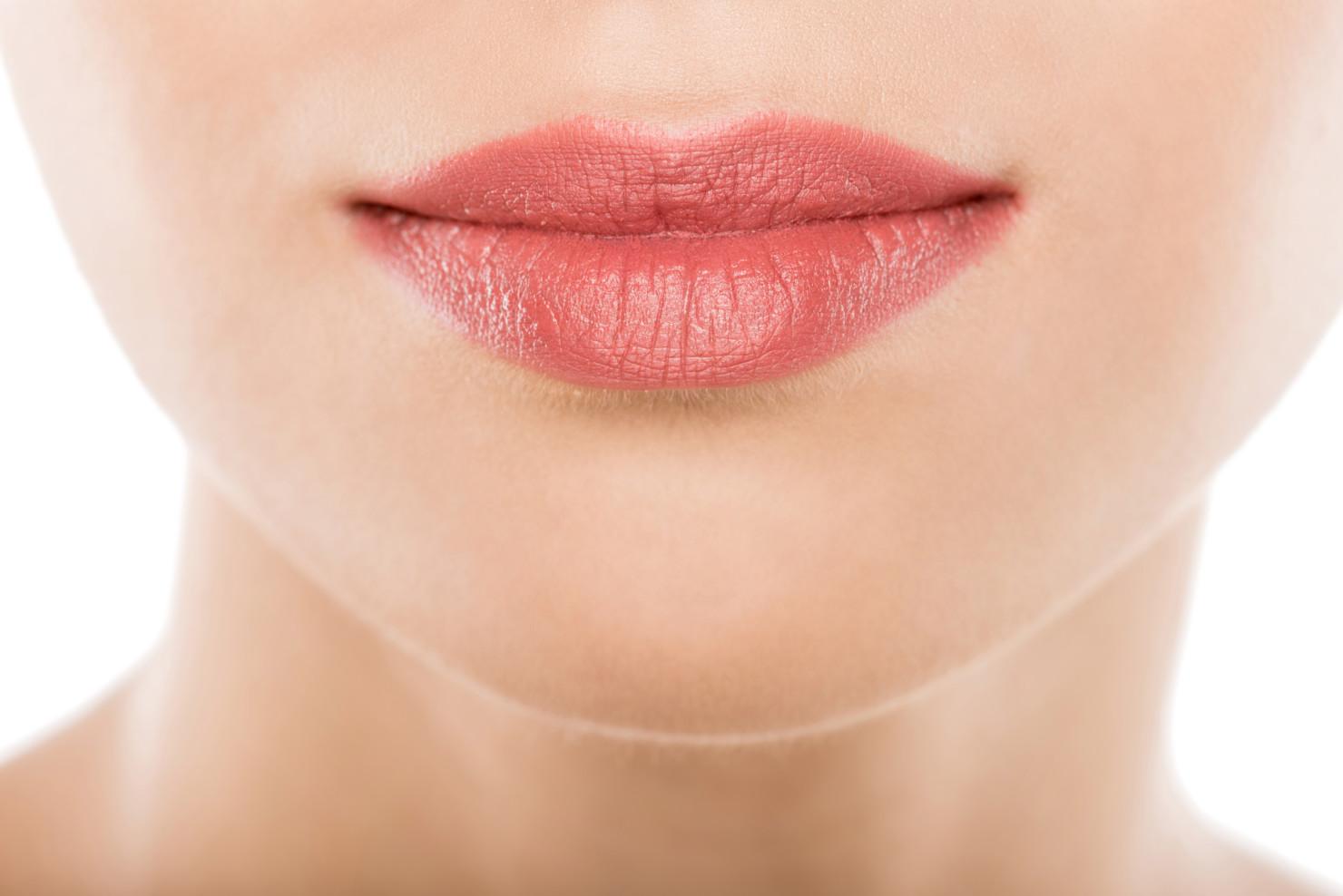 Konturowanie, modelowanie inawilżanie ust