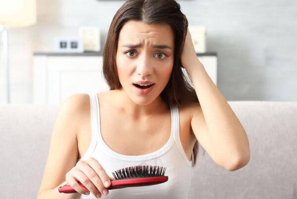 Lysienie androgenowe ukobiet – przyczyny objawy